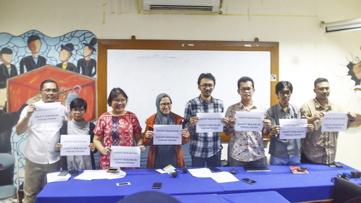 A movemnet to support abstention as a citizen right and not a criminal act, at the Legal Aid Institute, Menteng, Jakarta, January 23. TEMPO